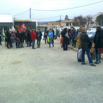 rassemblement  26/01/2012 à Saint Maximin contre le non remplacement des PE
